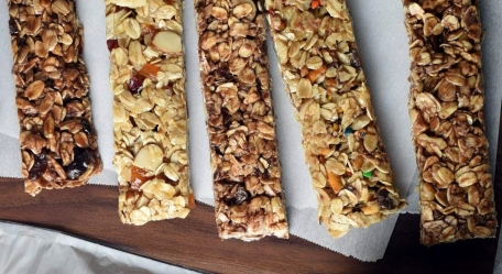 No-Bake-Easy-Homemade-Granola-Bars-overlay-blog